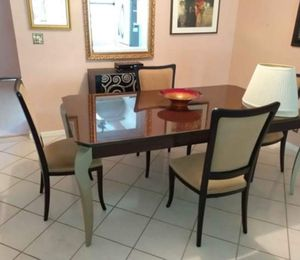 NEED GO!!! NICE DINNING TABLE AND FOUR CHAIRS IN LIKE NEW CONDITION for Sale in Pompano Beach, FL