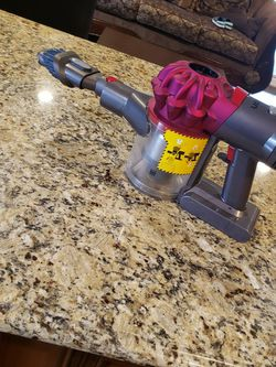 Dyson V7 Vaccum Cleaner for Sale in Lake Elsinore,  CA