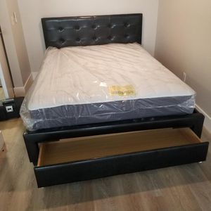 QUEEN BED FRAME AND MATTRESS for Sale in Long Beach, CA