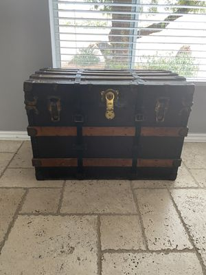 Antique trunk for Sale in Fort McDowell, AZ