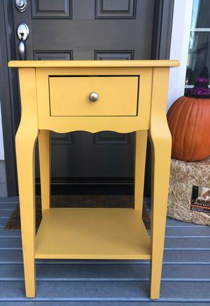 Cute Little Table Nightstand for Sale in Edmonds, WA