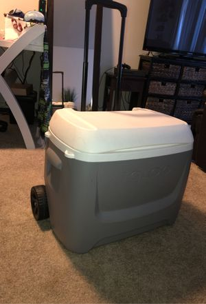 Cooler igloo for Sale in Los Angeles, CA