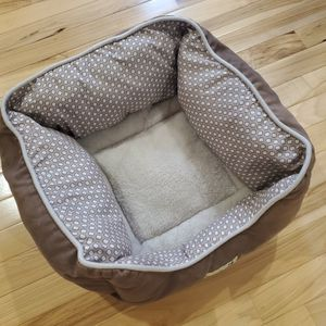 Cat Bed & Cardboard Cat House for Sale in East Peoria, IL