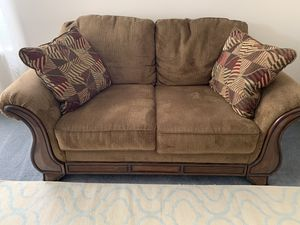 Like new brown couch loveseat for Sale in Riverton, UT