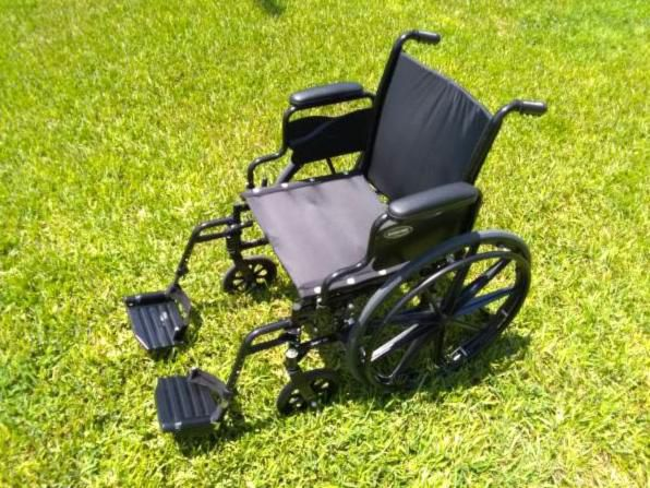 Wheelchair w/padded seat