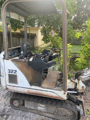 Bobcat 322 kubota diesel ready to work 220 hours very good all its maintenance no leaks everything works in perfect condition great machine to work for Sale in St. Petersburg, FL