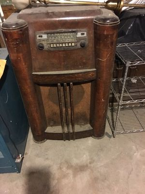 1930 Antique Radio - walnut floor radio - for use as a bar or shell of furniture! $75.00 or best offer for Sale in Winchester, MA