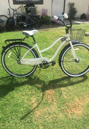 """Huffy beach cruiser good condition ready to ride 26"""" with basket and back rack for Sale in Hawaiian Gardens, CA"""