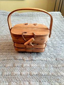 Longaberger 1990 Shamrock basket for Sale in Menifee,  CA