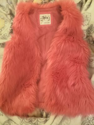 3 hats and faux fur sleeves jacket all for 15$ for Sale in San Ramon, CA