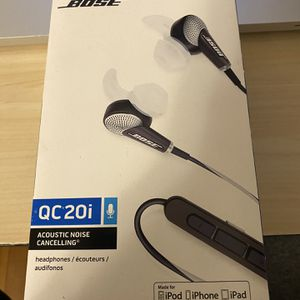 Bose Quite Comfort noise canceling headphones for Sale in Brookline, MA