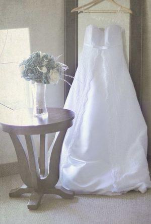Wedding Dress Size 2 for Sale in Yelm, WA