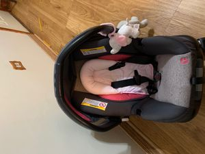Baby trend rose pink car seat and base for Sale in Chicago, IL