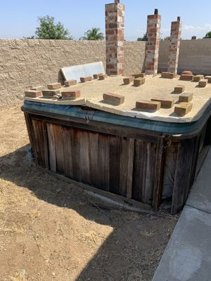 Outdoor jacuzzi hot tub for Sale in Riverside, CA