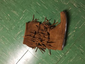 Minnetonka 3 Layer Fringe Boots for Sale in Olney, MD
