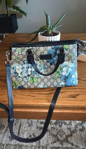 Floral Gucci cross body bag. for Sale in Vancouver, WA