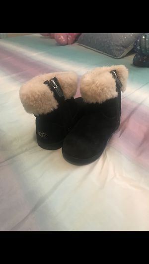 UGG GIRL BOOTS for Sale in Fontana, CA