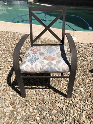 ONE metal patio chair front porch chair for Sale in Gilbert, AZ