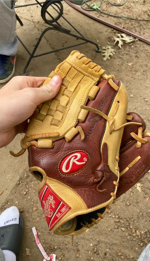 Rawlings pitcher glove for Sale in Halethorpe, MD