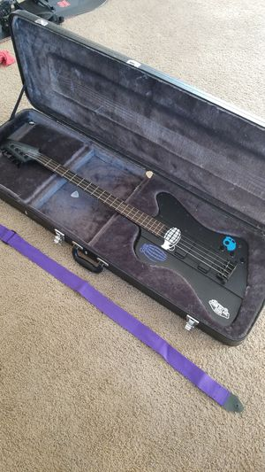 Epiphone thunderbird with case, strap, and amp cord for Sale in Doylestown, PA