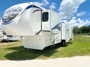 2013 Heartland Bighorn 5th Wheel 40FT With 4 Super Slides for Sale in Haines City, FL