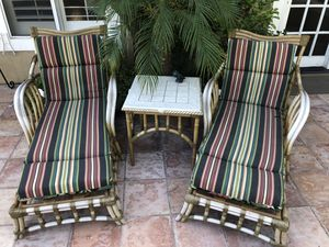 Outdoor patio lounge chairs and table for Sale in Costa Mesa, CA