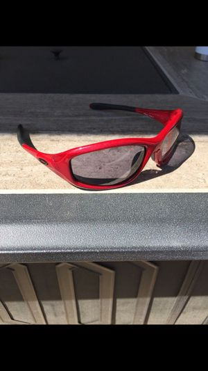 Oakley minute sunglasses - red for Sale in Kennewick, WA
