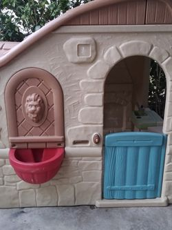 Step 2 Kids Play house nice and clean for Sale in Fontana,  CA
