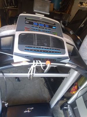 Treadmill Nordictrack mod z1300 new only some scratches for Sale in La Puente, CA