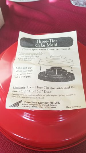 ****Vintage Christmas Three-Tier Cake Mold***** for Sale in Arlington Heights, IL