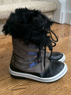 Snow boots childrens size 4 for Sale in Kirkland, WA