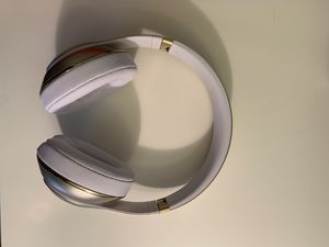Beats by Dre Studio Wireless 2 - Gold *Worn 3 Times* for Sale in Englewood, CO