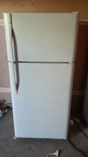 """Kenmore apartment Size Refrigerator(Size 30""""w 66"""" h (willing to deliver for free for Sale in Stanton, CA"""