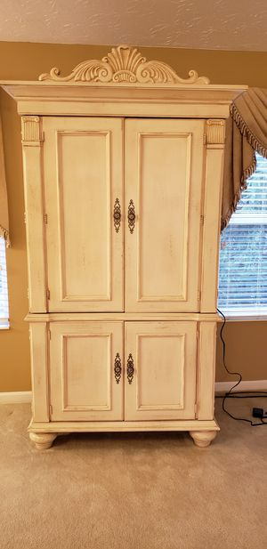 Armoire for Sale in Maineville, OH