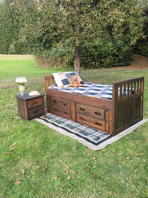 Updated bedroom set! Delivery available for Sale in Poulsbo, WA