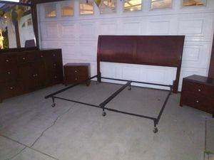 Wood Cal King bedroom set for Sale in Rancho Cucamonga, CA