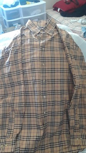 Burberry XL for Sale in Antioch, CA