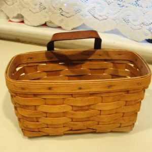 "Vintage .. 1993 .. Longaberger .. Wall Hanging Basket w/Leather Handle - Hanging Bracket .. Signed .. measures 9.25"" x 4. 75"" x 5"" .. good conditi for Sale in Croydon, PA"