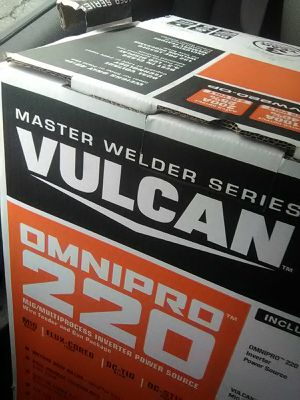 OmniPro 220 Vulcan welder for Sale in Tacoma, WA