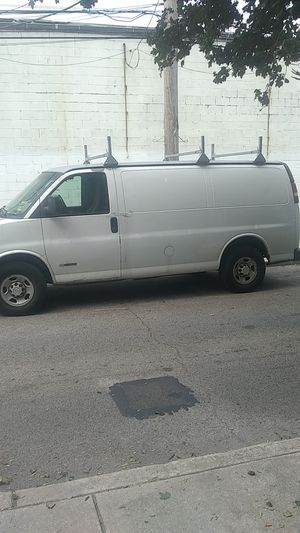 Chevy express 2500 2005 for Sale in Philadelphia, PA