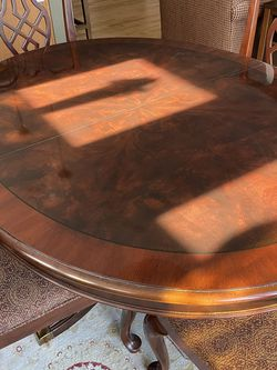 Drexel Dining Room Table & 4 chairs for Sale in Redmond,  WA