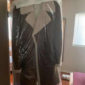 Zara Coat Medium Worn Once Dry Cleaned And Ready to Wear for Sale in Los Angeles, CA