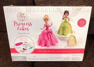 Princess Cakes Deluxe Baking Set for Sale in Midland, TX