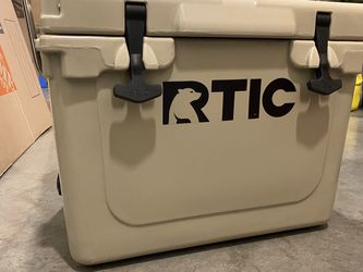 RTIC 20 QT Cooler with handle for Sale in Sammamish,  WA
