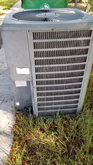 Goodman 4 ton AC condensing unit great shape for Sale in Hollywood, FL
