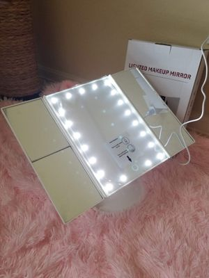 Trifold Lighted Makeup Mirror for Sale in Splendora, TX
