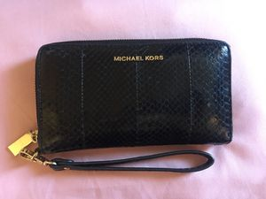 Michael Kors snake skin wallet for Sale in Palmdale, CA