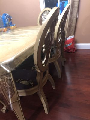 Table and 6 chairs for Sale in Richmond, CA