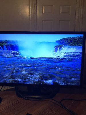 LG tv 32 inches with remote control not a smart for Sale in Chicago, IL