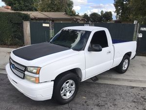 2006 chevy silverado for Sale in Los Angeles, CA